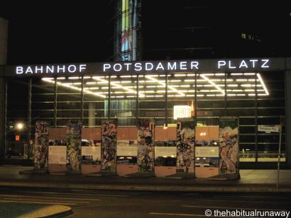 Banhoff Potsdamer Platz - The Wall